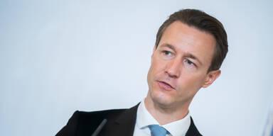 "Blümel: ""Habe vor den Grünen großen Respekt"""