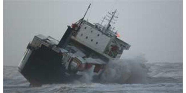 Mega-Welle bringt irische Fähre in Seenot