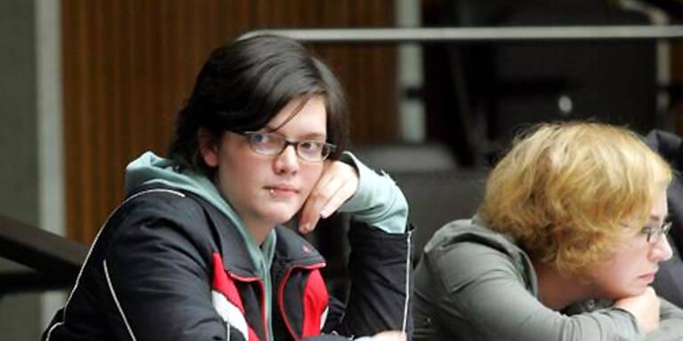 ÖH-Vorsitzende Barbara Blaha (li.) zeigt sich tief enttäuscht von Alfred Gusenbauer. (c)APA