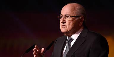 Blatter schlägt wild um sich
