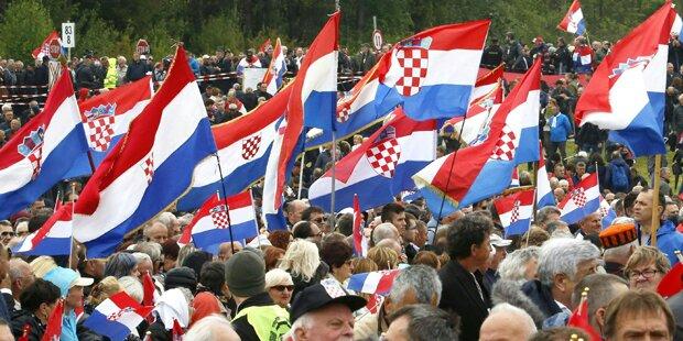 Hitlergruß beim Kroaten-Treffen in Bleiburg