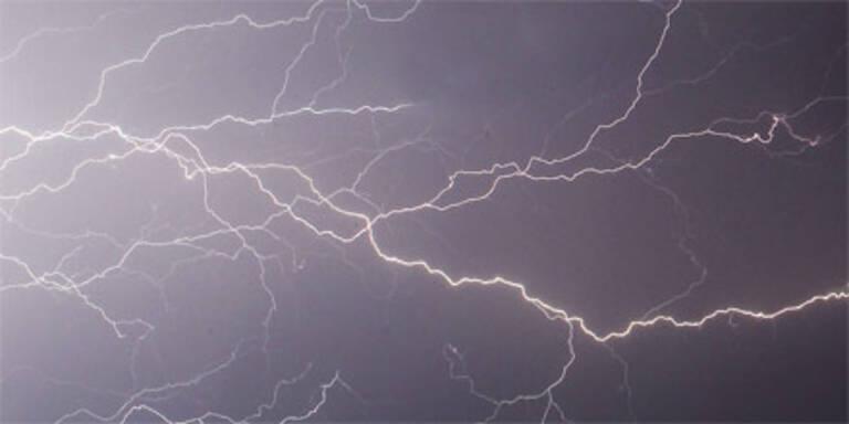 Wanderer am Traustein vom Blitz getroffen