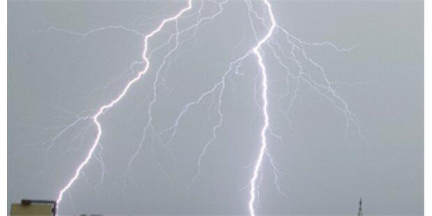 Blitz trifft Fußballmannschaft in Deutschland