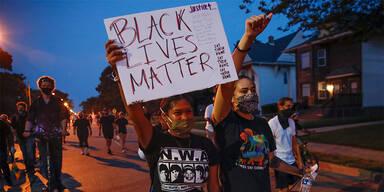 Proteste nach Tod eines Schwarzen in den USA eskalieren