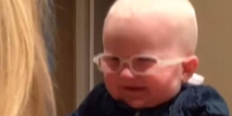 Baby sieht Mutter zum ersten Mal