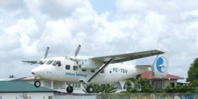 """Flugzeug der """"Blue Wing"""" vom Typ Antonov An-28"""