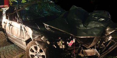 21-jähriger schrottet Auto bei Driftversuch in Wien