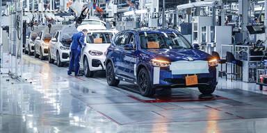 BMWs elektrischer X3 (iX3) ist auf Schiene