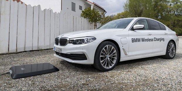 BMW 5er Plug-in-Hybrid kabellos aufladbar