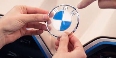 BMW verpasst sich ein völlig neues Logo
