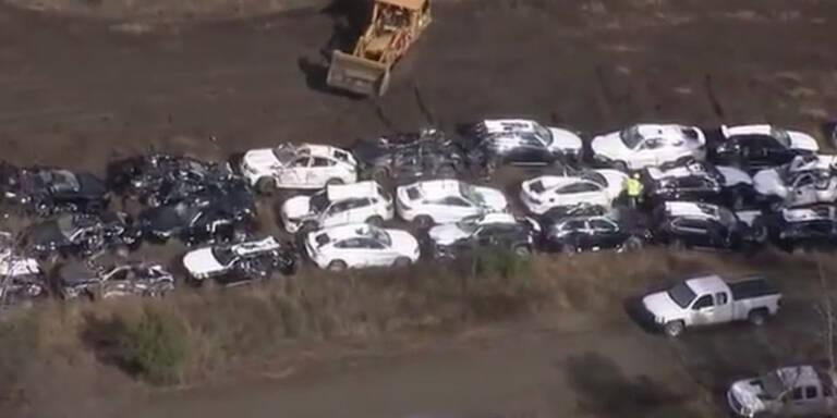 Fast 100 nagelneue BMW völlig zerstört