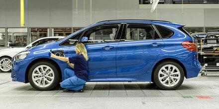 BMW-Van mit Plug-in-Hybrid läuft vom Band