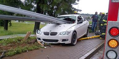 Fahrer überlebt Horror-Crash ohne Schramme
