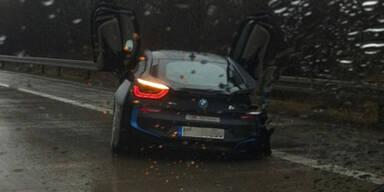 Testfahrer schrottet sündteuren BMW i8