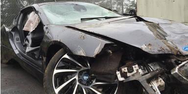 Horror-Crash mit Hybrid-Sportwagen BMW i8