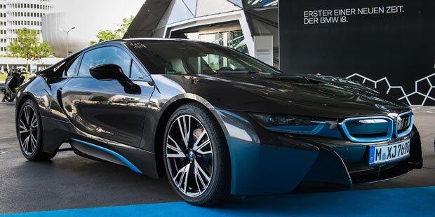 Erste BMW i8 an Kunden ausgeliefert