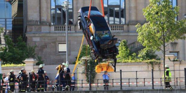 Berlin: Spektakulärer Crash am Reichstag