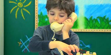 Bub wählt Notruf wegen Mathe-Aufgabe!