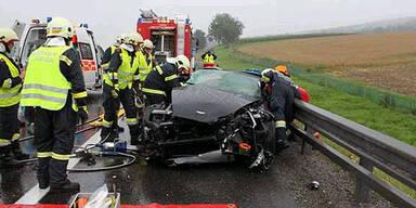 Aston Martin landet in der Leitschiene