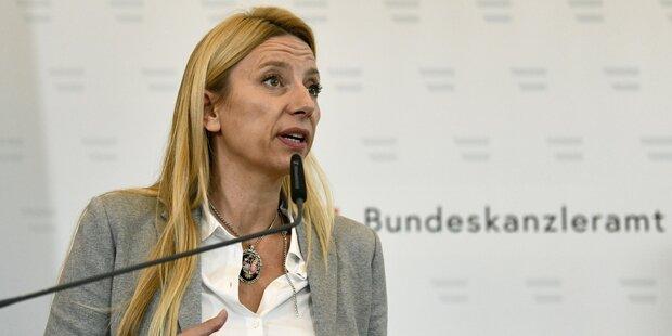 Bogner-Strauß im ÖSTERREICH-Interview: 'Mehr Plätze in Frauenhäusern'
