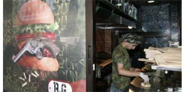 Lokal bietet Bomben-Burger und Terroristenfladen