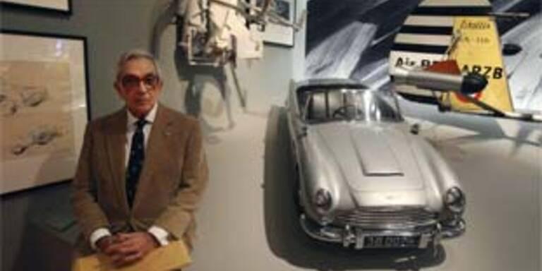 Allerlei Höllenmaschinen aus den Bond-Filmen zeigt die Ausstellung in London