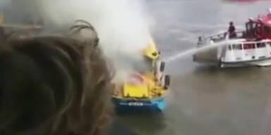 Touristenboot auf Themse fängt Feuer
