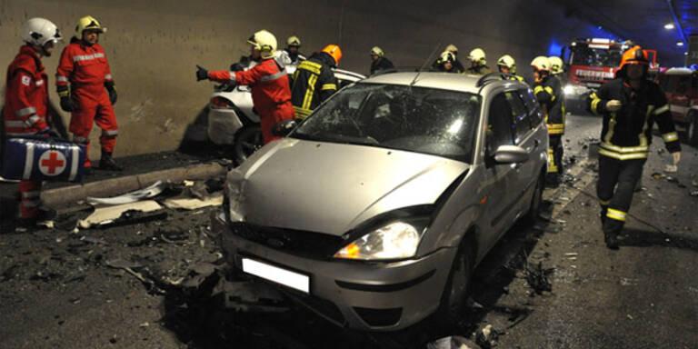 A9: Frau stirbt bei Horror-Crash in Tunnel