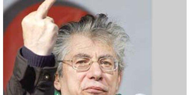Bossi nach Stinkefinger-Skandal angezeigt