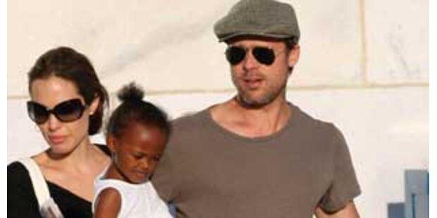 Pitt und Jolie wollen kleines Mädchen adoptieren