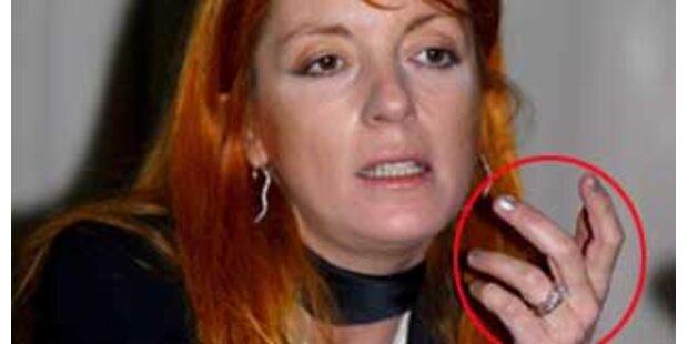 Berlusconi-Wunderwaffe kaut Fingernägel