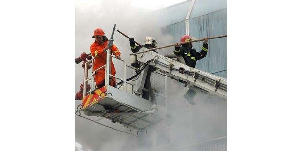 200 Feuerwehrmänner kämpften gegen Hochhausbrand