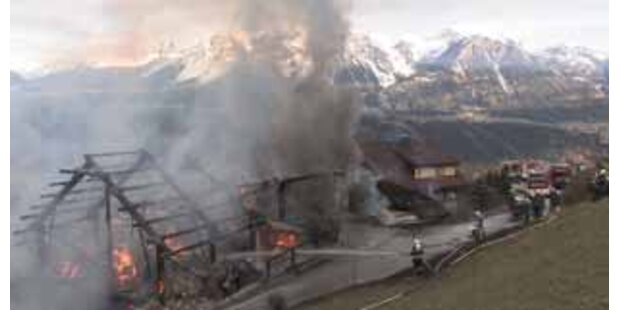 Bauernhof ging in Flammen auf