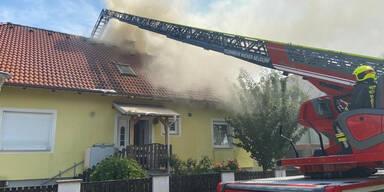 100 Feuerwehrleute bei Wohnhausbrand im Einsatz