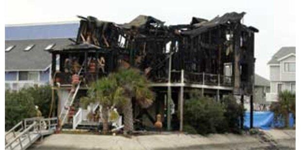 Sieben Studenten bei Brand in Strandhaus getötet