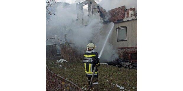 Hausbewohner sprangen in Panik aus dem Fenster
