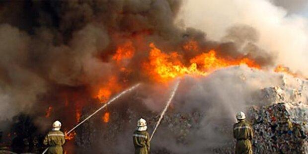 Großbrand bei Entsorgungsfirma