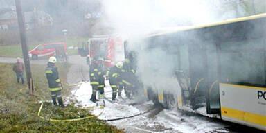 80 Passagiere aus brennendem Bus gerettet