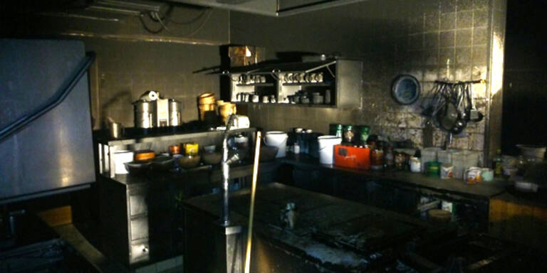 Hotelküche fing Feuer: 100 Gäste evakuiert