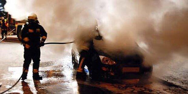 Mödling: Auto ausgebrannt