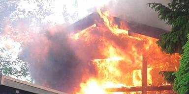 Brennendes Holzhaus löste Großeinsatz aus