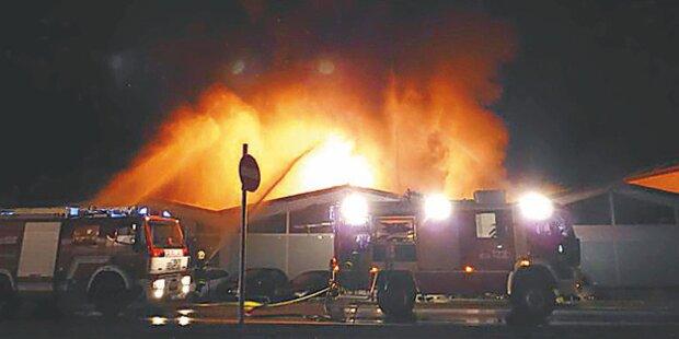 Großfeuer im Autohaus: 2,5 Millionen € Schaden