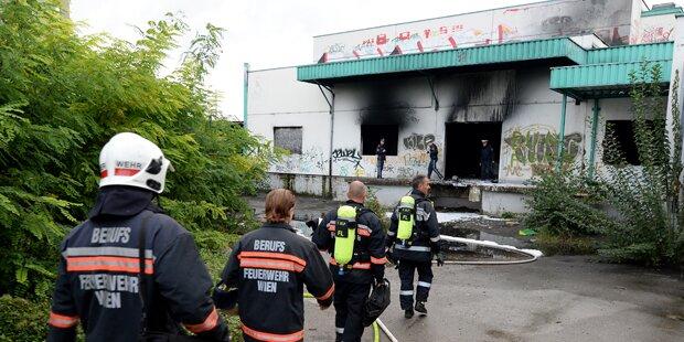 Verletzter bei Brand in alter Markthalle
