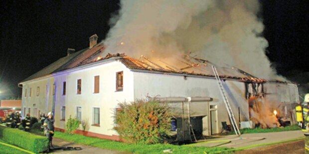 2 verletzte Helfer bei Bauernhof-Brand