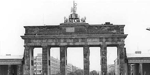 Hakenkreuz vor Brandenburger Tor gemalt