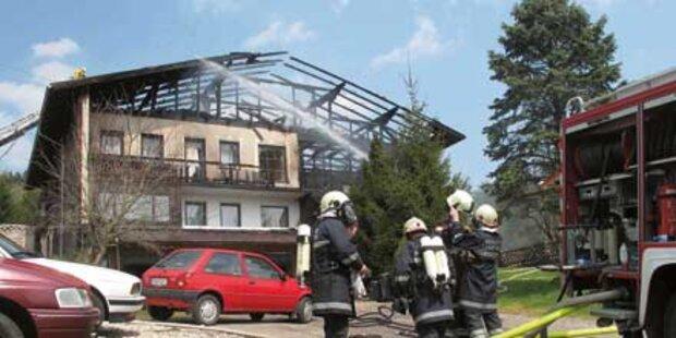 Feuer: Pferdehof völlig ausgebrannt