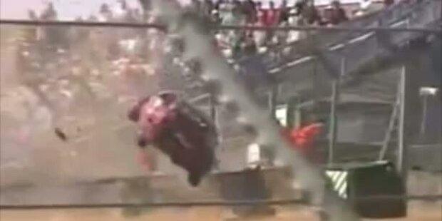 Rennwagen fliegt ins Publikum