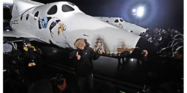 Raumschiff für Touristen plant Testflüge