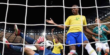 Brasilien gewinnt dank Tormann-Patzer
