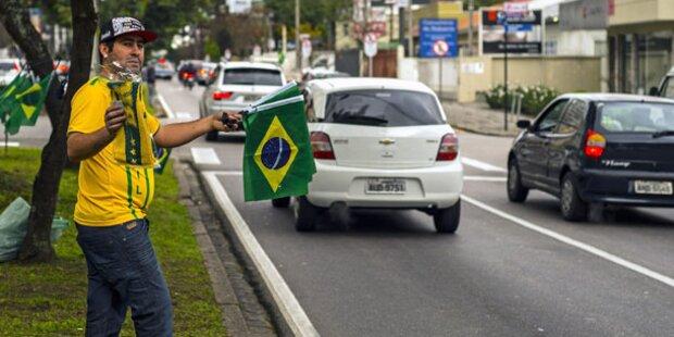 11 Tote - WM-Austragungsort evakuiert